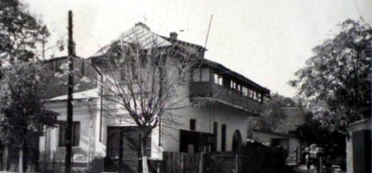 Casa veche cu geamlâc – str. Democrației, 1970