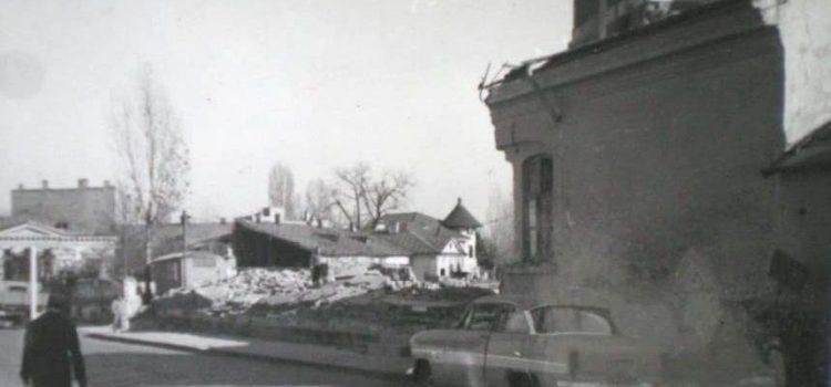 Vechea clădire a pompierilor în demolare – 1972