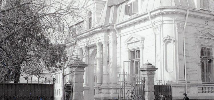 O frumoasă clădire ridicată la sfârșit de sec. XIX.
