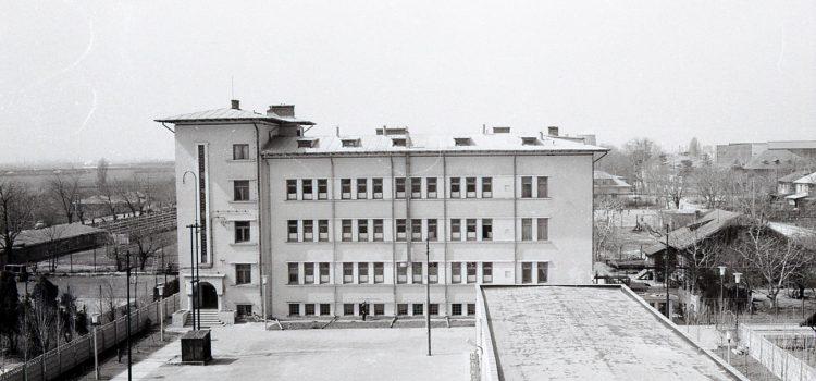 """Căminul """"Uzinei Mecanice Ploiești"""" – foto 1972"""