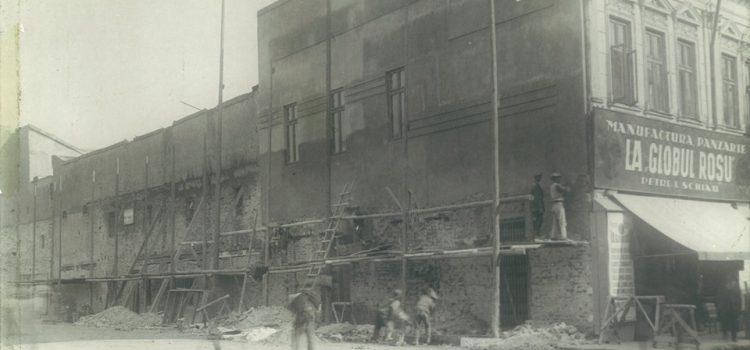 """LA GLOBUL ROȘU"" – foto 1932"