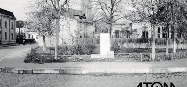La intersecția străzilor Nicolae Simache (fostă G. Ionescu) și Democrației (fostă Regina Maria) – foto 1966