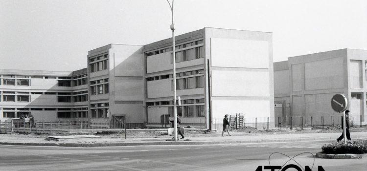 """Liceul Tehnologic """"1 Mai"""" Ploiești – foto 1969"""
