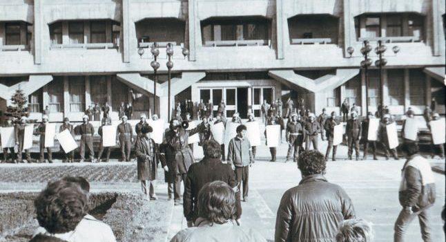 Cum a fost înăbuşită revolta muncitorilor din Ploieşti în 21 decembrie 1989.